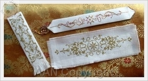 Borduurblad productfoto Patroon Alessandra Adelaide Needlework 'Gold bookmarks'